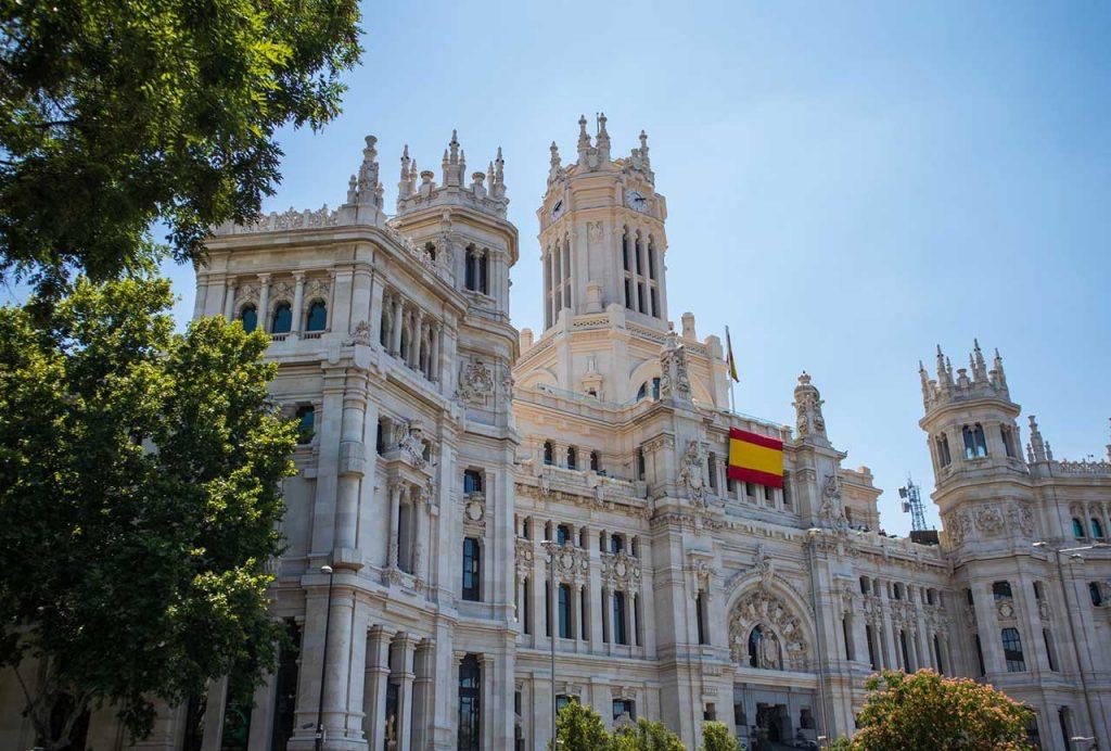 Palacio-de-Cibeles,-Madrid,-Spain