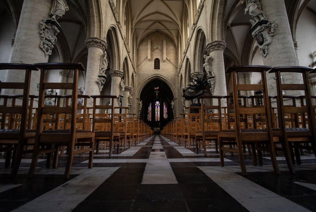 Église-Notre-Dame-de-la-Chapelle,-Brussels,-Belgium